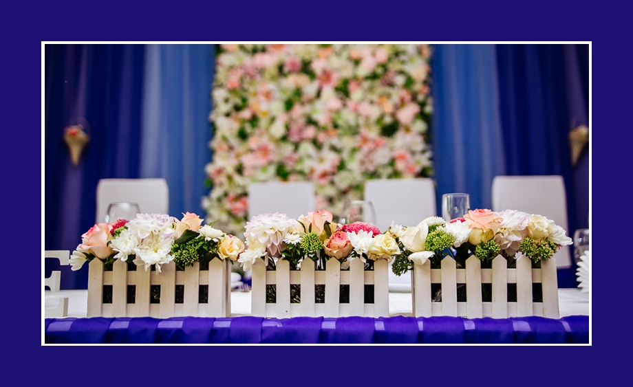 Blumendekoration frische Blumen Hochzeit Blau