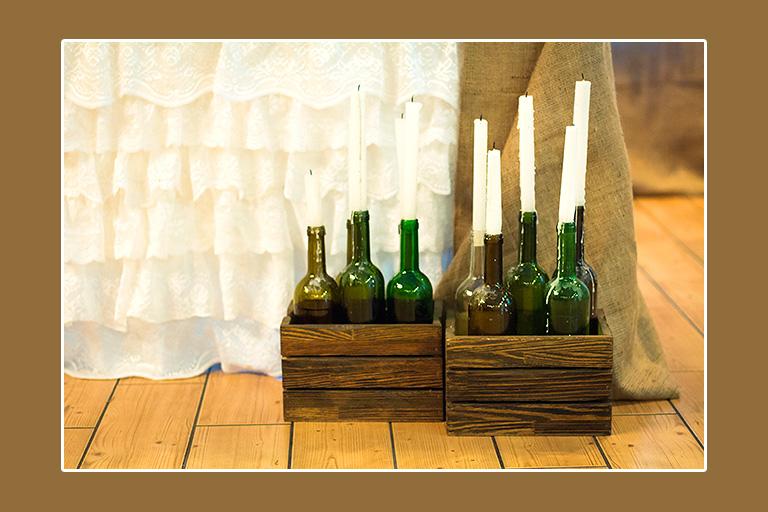 Kerzen in leeren Flaschen Dekoration