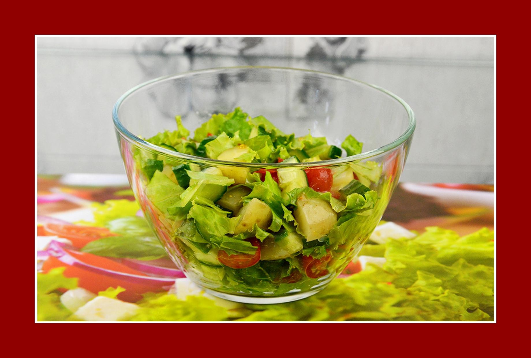 Grillsalat Rezept Kartoffelsalat mit Tomaten Gurken Eisbergsalat