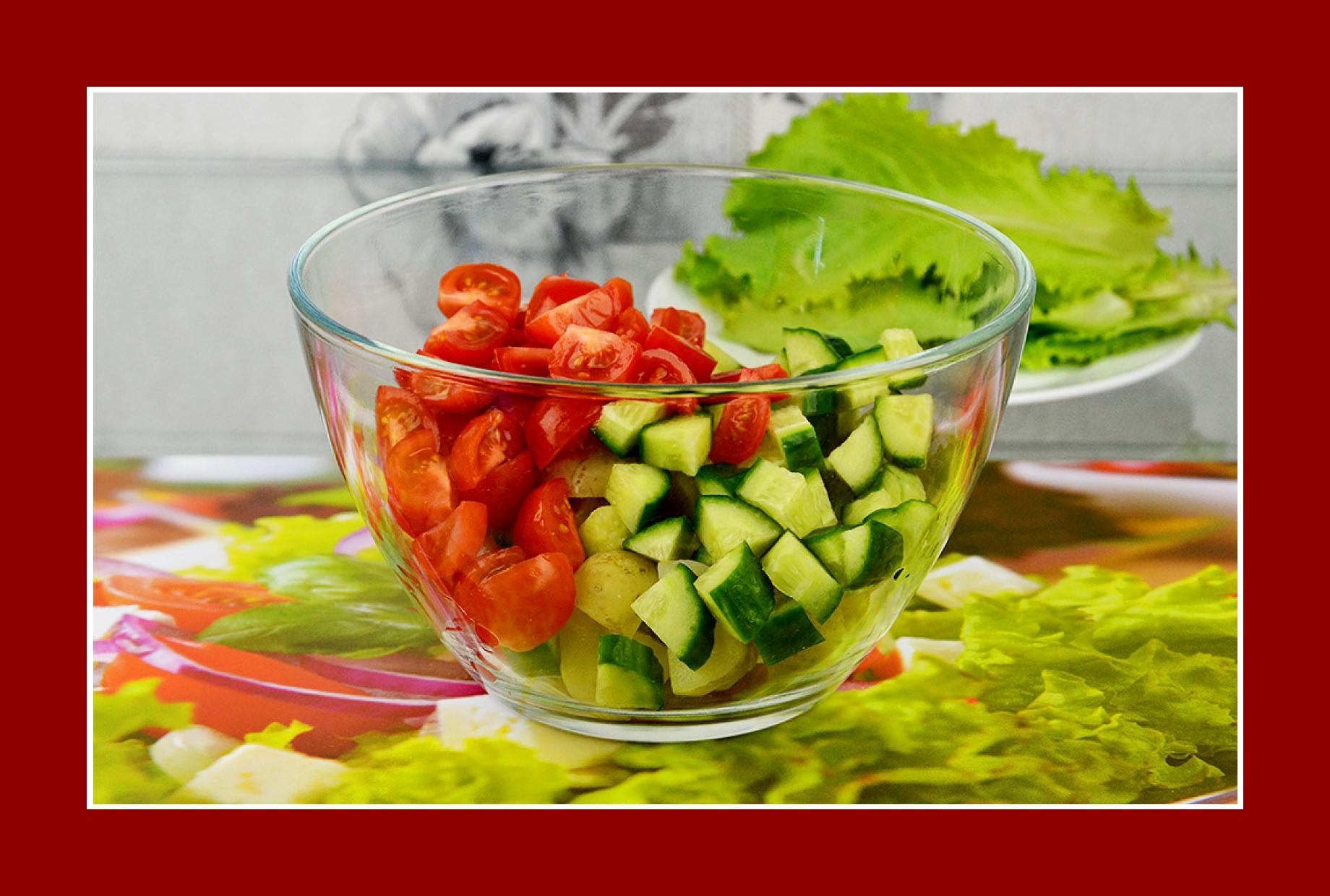 Kartoffelsalat mit Cherrytomaten und Gurken
