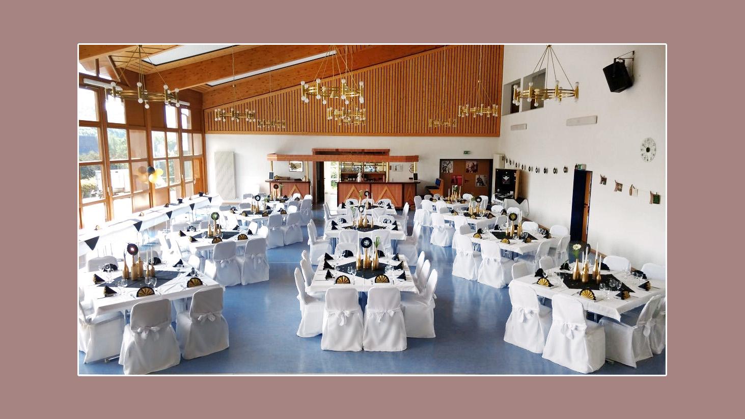 Tischdeko-schwarz-goldene-Hochzeit